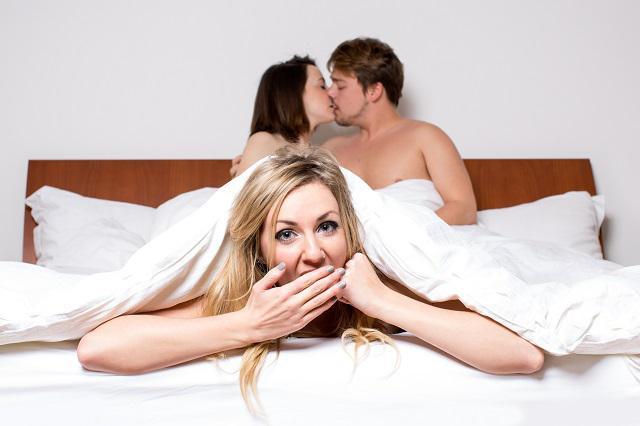 муж изменяет жене с молоденькой порно
