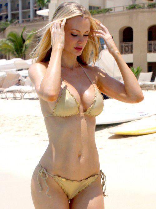 Top 10 Collection of Sophie Turner Bikini Images - Addji.com