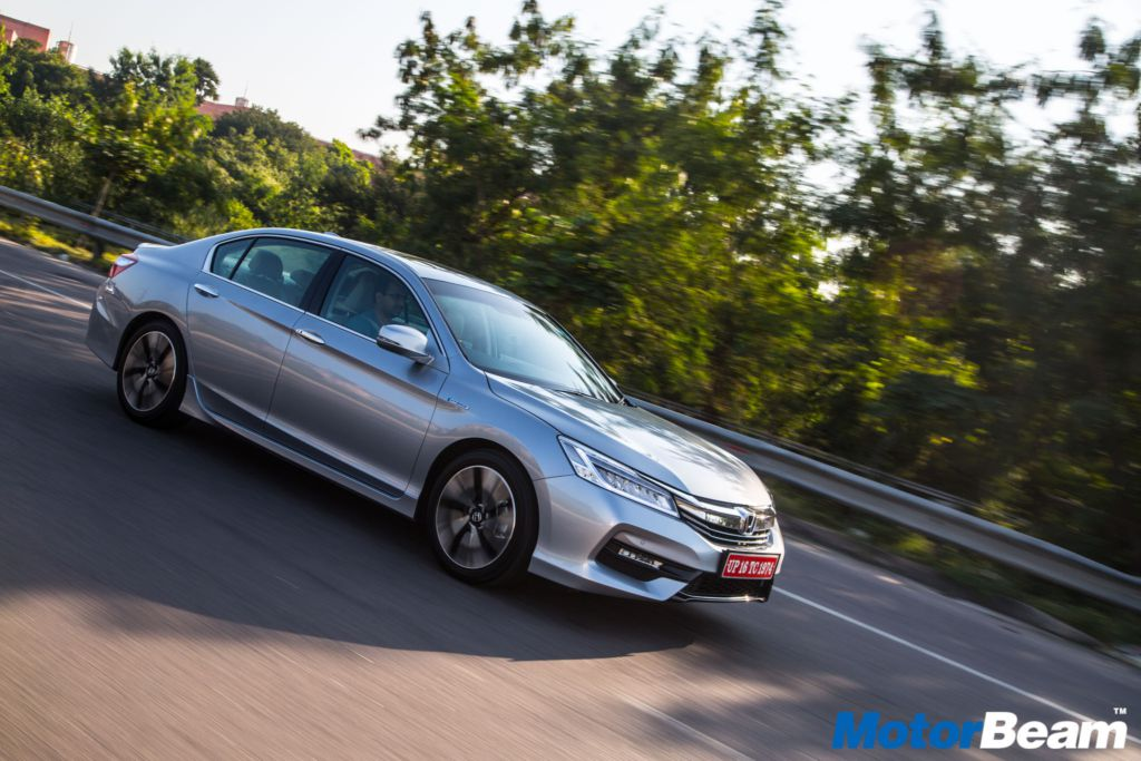 2017 Honda Accord Hybrid Review First Drive | MotorBeam