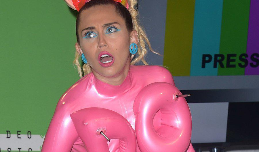 image Miley cyrus allows fans to touch her vagina