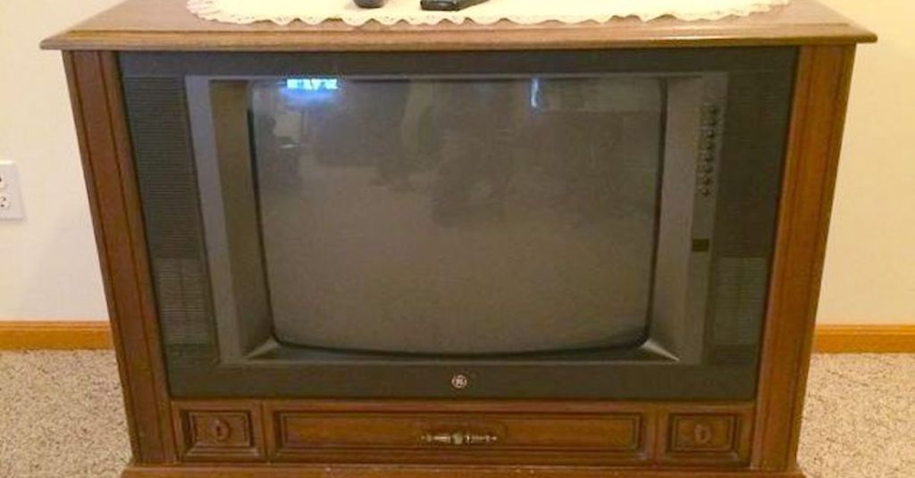 She guts her old floor model tv what she fills it with for Floor model tv