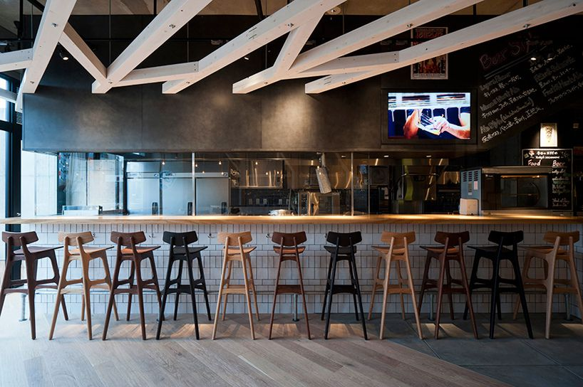 A study designs craft beer restaurant interiors in fukuoka