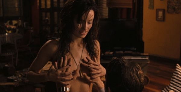 Escena de sexo Rachel Nichols en Conan el Bar -