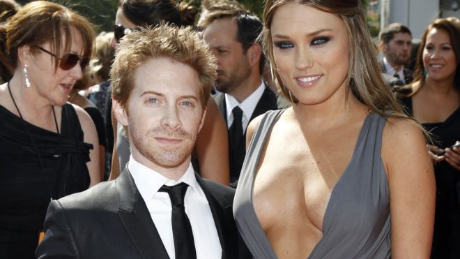 17 Hot Celebrities Who Date Ugly Guys-8428